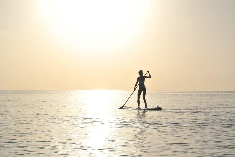 Veslovanie na doske je komplexný letný šport. FOTO: Pixabay