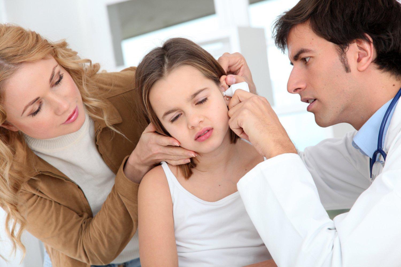 Bolesť uší môže spôsobovať aj zápal hrdla, či pokazený zub. FOTO: Adobe Stock