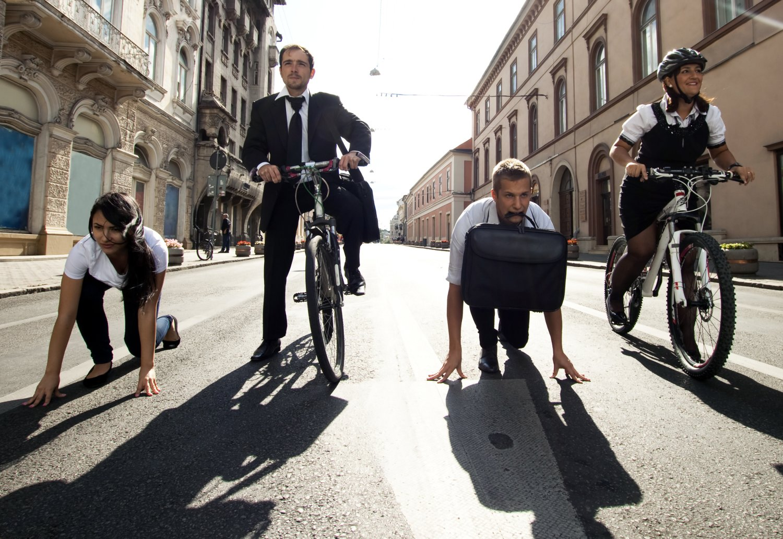 Neviete, ako športovať popri práci? Vymeňte auto za bicykel, chôdzu či elektrickú kolobežku. FOTO: Adobe Stock