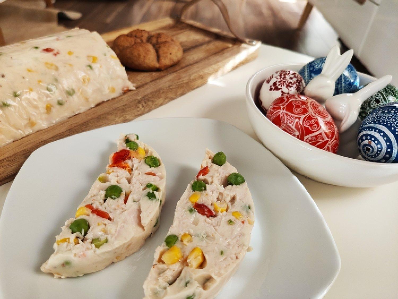 Máte chuť na terinu? Vyskúšajte túto s hráškom, kukuricou, šunkou a skyrom.  FOTO: www.preventivne.sk