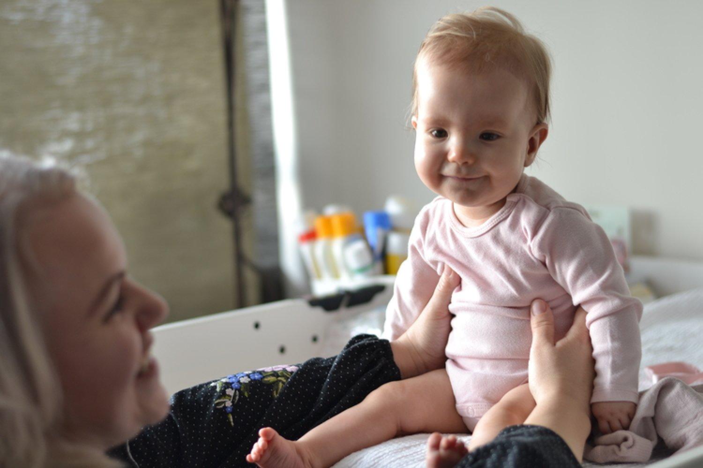 """""""Eliška je veľká bojovníčka,"""" hovoria o svojej dcére, ktorá má za sebou operácie srdca, manželia Babinčákoví. FOTO: www.preventivne.sk"""