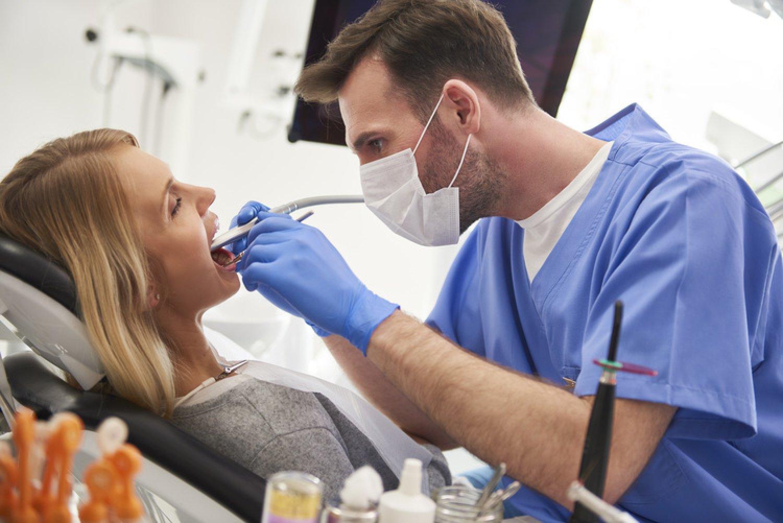 Zubní lekári pracujú pre koronavírus v obmedzenom režime. FOTO: Adobe Stock
