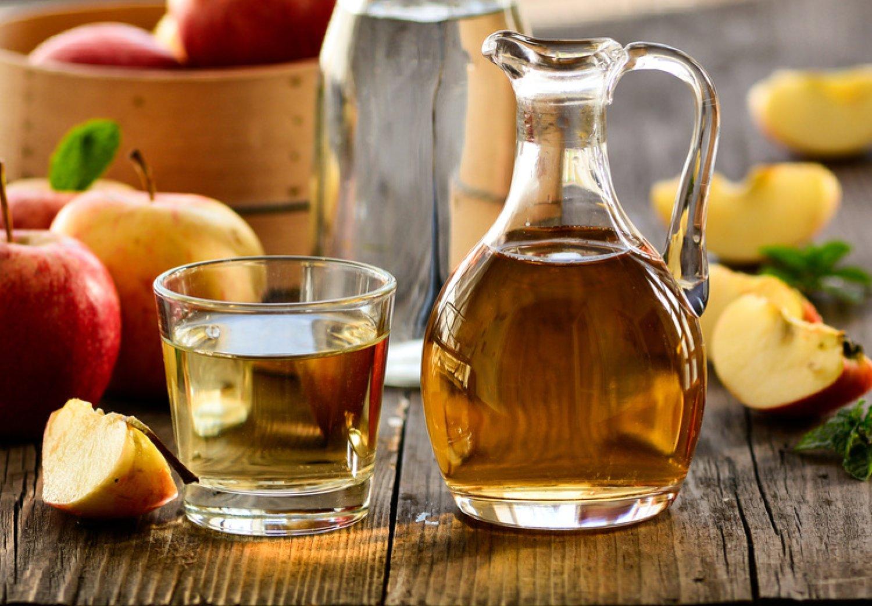 Užívanie jablčného octu prináša zdravotné benefity, nepite ho však nalačno. FOTO: Adobe Stock