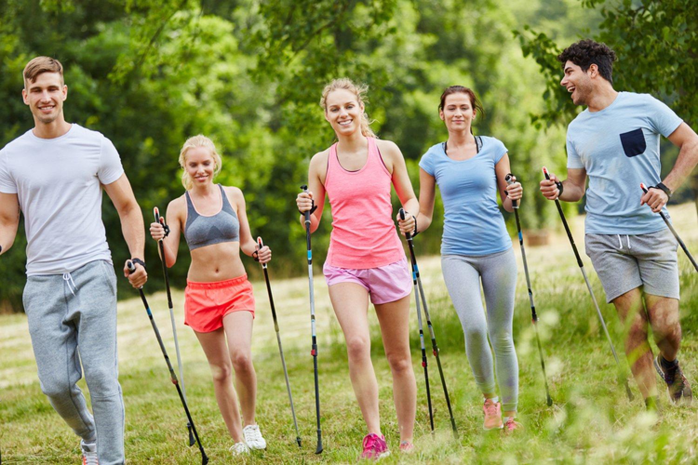 Nordic walking, pýtate sa ako na to? FOTO: Adobe Stock